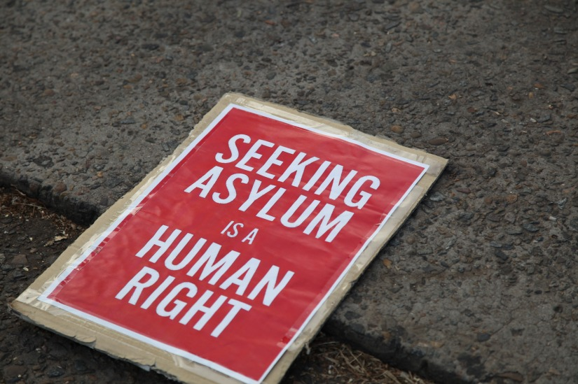 Turvapaikkaoikeuden puolesta ja rasismiavastaan